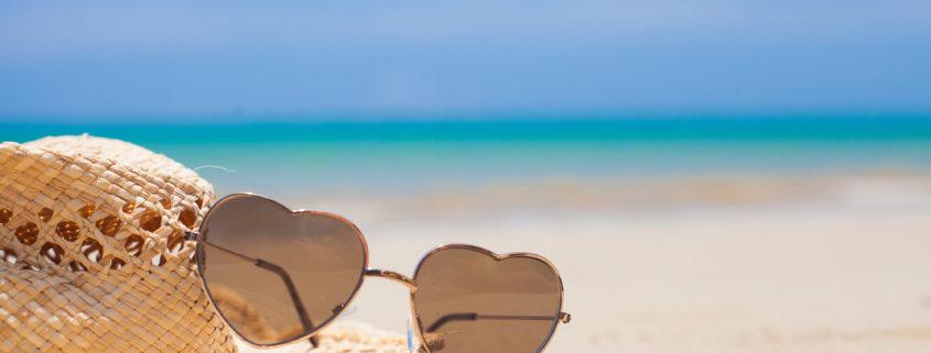 Cuidados com óculos na praia