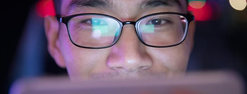 Luz azul do celular prejudica a visão